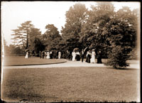 Image of Open Sunday at the Garden.  People on circle just north of Tower Grove House.