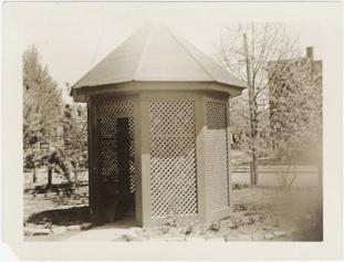 Image of St. Louis - Humphrey St. Garden.  Gazebo.