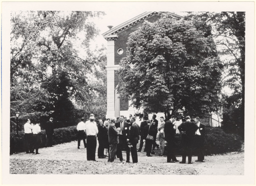 Image of Attendees on the Garden grounds.