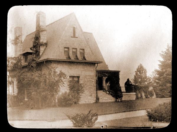Image of Cleveland Avenue Gate house circa 1898.